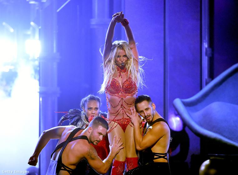 Britney Spears koncertturnéja közben járt Londonban. Az angol közönségnek is bebizonyította, hogy nagyon szórakoztató.