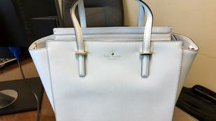 Ez a táska nem fehér. De akkor milyen színű?!