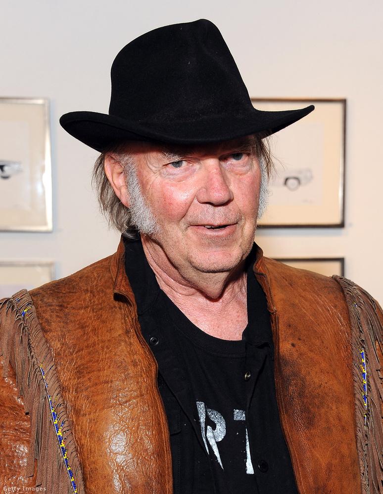 Tavaly nyáron Donald Trump Neil Young engedélye nélkül használta fel a Rockin' In The Free World című számát a kampánybeszédében, amelyben bejelentette, hogy indul az amerikai elnökválasztáson