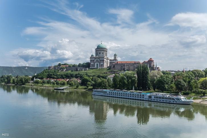 Nagyboldogasszony- és Szent Adalbert-főszékesegyház (másik nevén az Esztergomi Bazilika)
