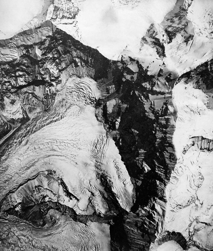 Egy gleccser a Mount Everest mellett