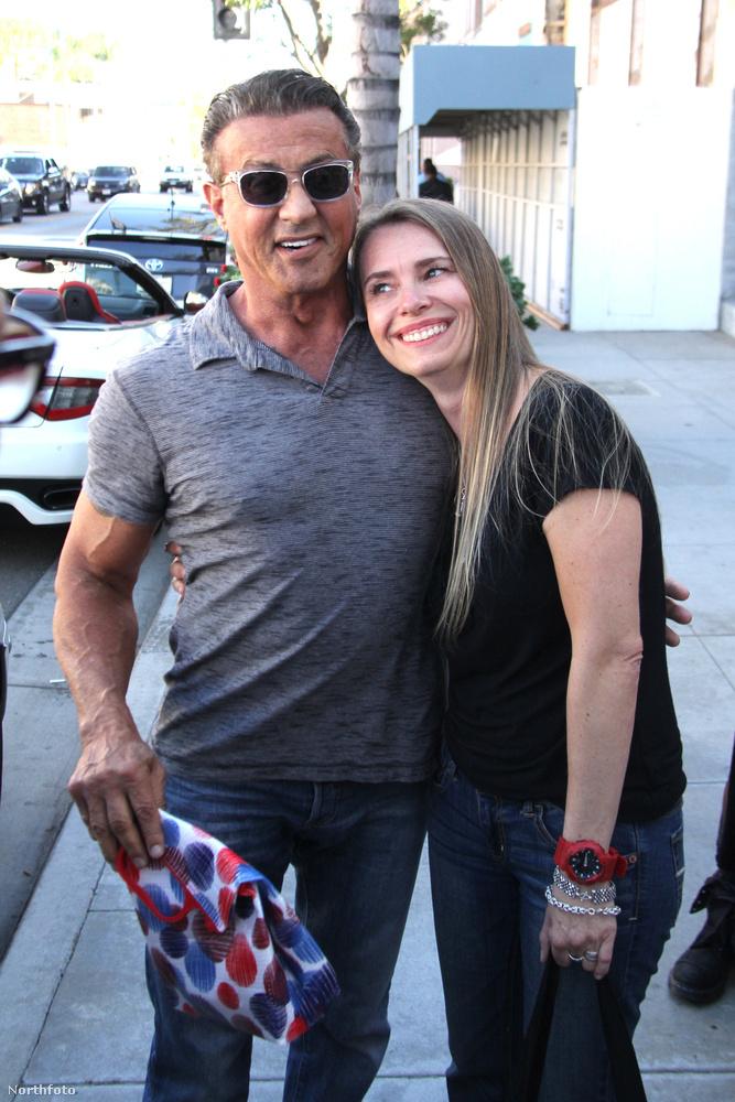 Sylvester Stallone, a Rocky- és a Rambo-filmek sztárja összefutott egy megarajongójával egy Beverly Hills-i pizzériában
