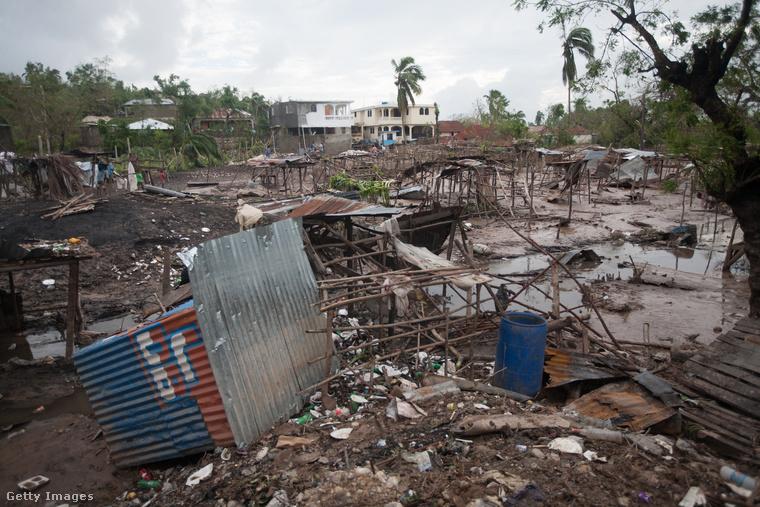 A legfrissebb adatok szerint 478 halálos áldozata van a szélviharnak.