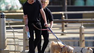 Hugh Jackman és felesége kutyasétáltatása is már tökéletesen harmonikus