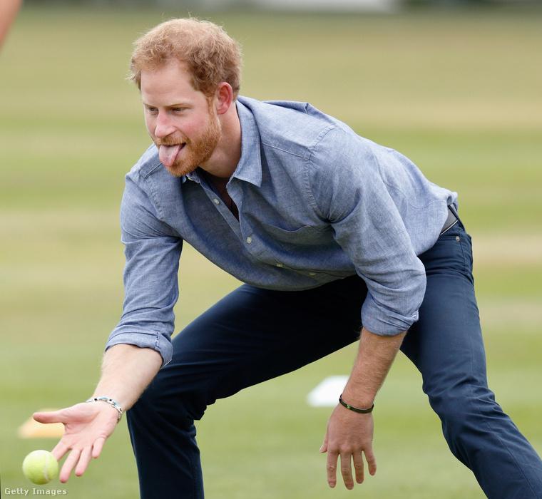 Harry herceg egy londoni krikett-klubban mutatta meg a hétvégén, hogy mennyire nem ért a labdajátékokhoz, illetve a labdákhoz.