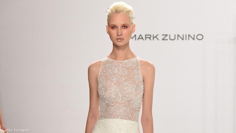 A következő Mark Zunino for Kleinfeld. Itt is a legextrémebb modellel kezdjük – ezt az átlátszó felsőt nem sok menyasszony vállalná be valószínűleg.