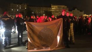 Rosszul lett egy tüntető a Kossuth téren