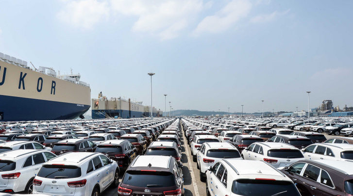 Kia-cars-awaiting-shipment-at-Pyeongtaek-Port 2
