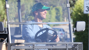 Chris Martin sportkocsi helyett egérkamionnal közlekedik