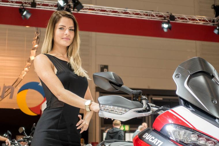 A Ducati Multistrada Pike Peaks Edition zseniális motor: szériában Termignoni kipufogóval, csúcsminőségű Öhlins futóművel és Brembo monobloc versenyfékekkel készül