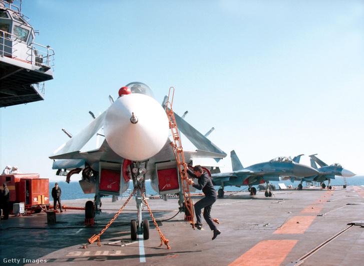 Pankov szeptemberben jelentette be, hogy az Admiral Kuznyecov repülőgép-hordozó nehézcirkáló vezette hajókötelék csatlakozik a már a Földközi-tenger keleti medencéjében tartózkodó orosz flottacsoportosuláshoz.