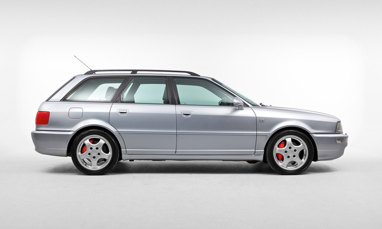 Ha már a Mercedes 500E-ről szó volt, nem maradhat ki az Audi RS2-es sem