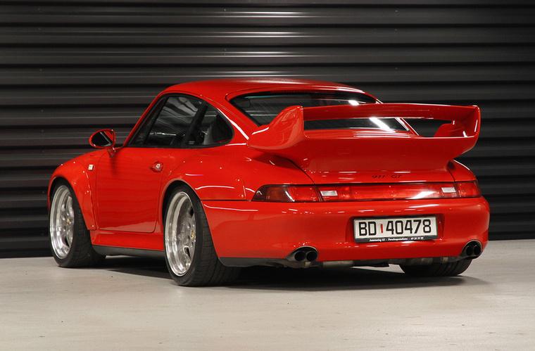 A Porsche 1993-ra ért el a léghűtéses technika határáig, a 3,6 és 3,8 literes léghűtéses bokszer teljesítménye itt jutott a csúcsra