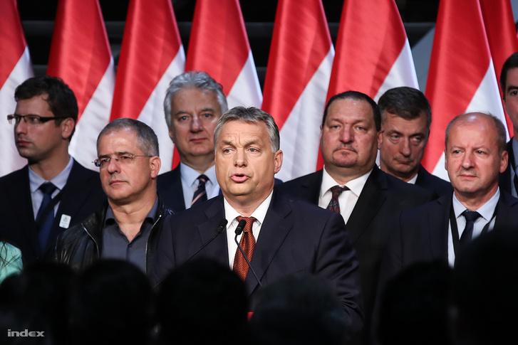 Orbán Viktor miniszterelnök beszédet mond a Fidesz-KDNP eredményváró rendezvényén a Bálna Budapest rendezvényközpontban a kvótareferendum napján, 2016. október 2-án.
