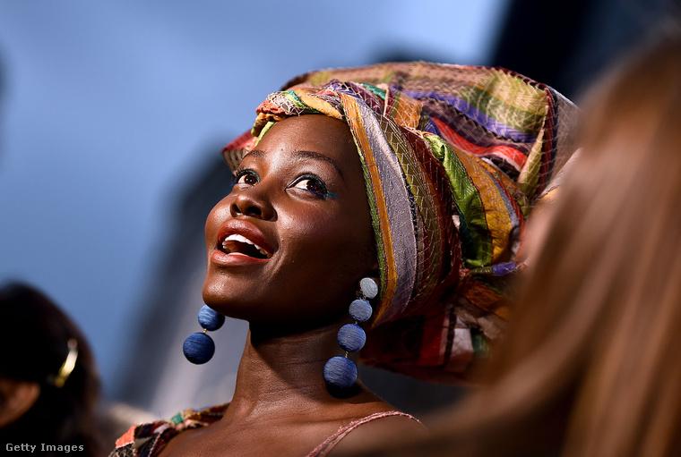 ...hogy aztán ön is akkora istennő legyen, mint Lupita Nyong'o!