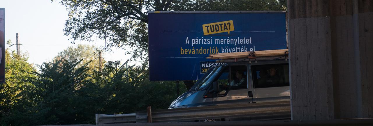 bb82d4f7093f Index - Gazdaság - A plakátpiacot is a földbe döngölné a kormány