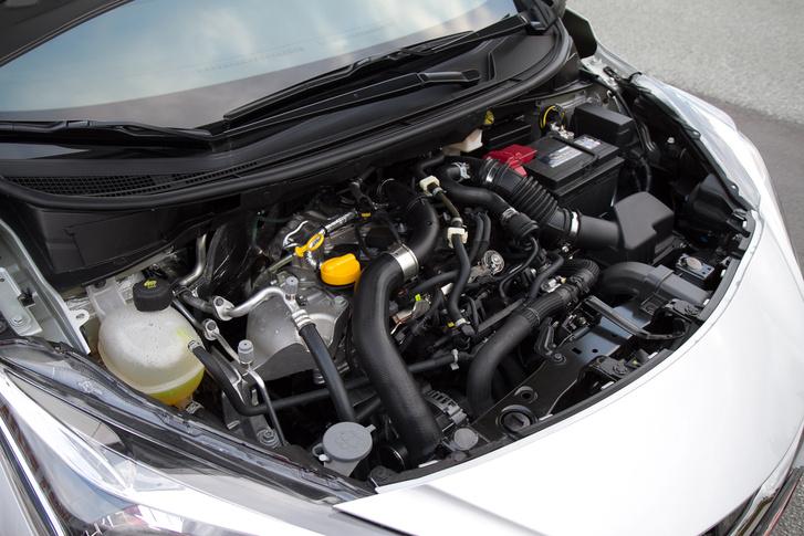 A burkolatot lespórolták a motorról, de kit zavar?