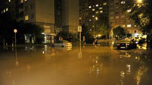 Csőtörés miatt úszik a Perc utca