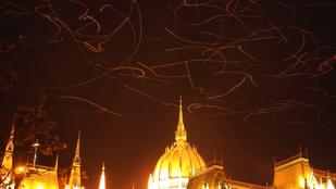 Meglepően fotogének a Parlament felett repkedő... mik is?