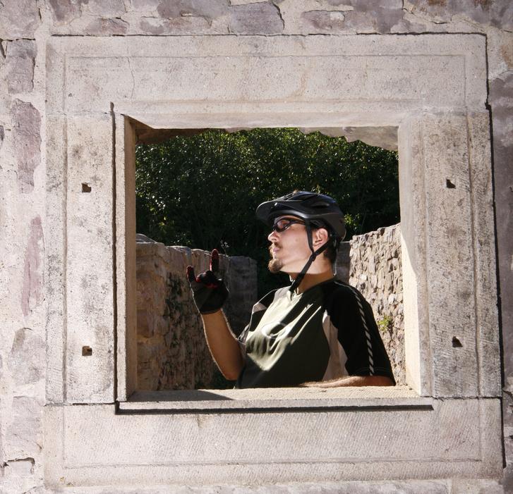 Reméljük, nem fogjuk ilyen kis ablakon át szemlélni a külvilágot csak mert van egy hobbink.