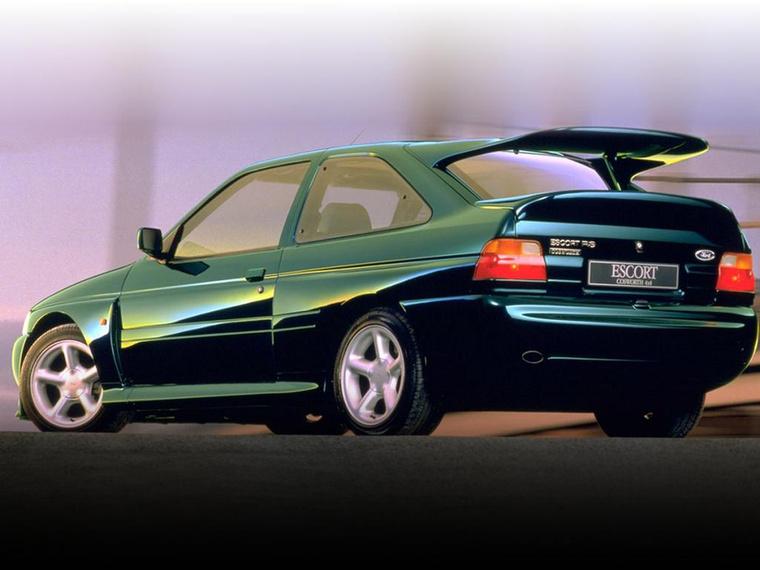 Az Escort RS legalább annyira angol, mint német, de ettől még itt a helye