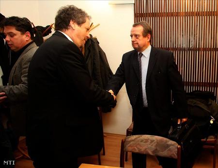 Antal Attila és Aba Botond januárban, a BKV Zrt. volt vezérigazgatói a BKV-vizsgálóbizottságának ülése előtt