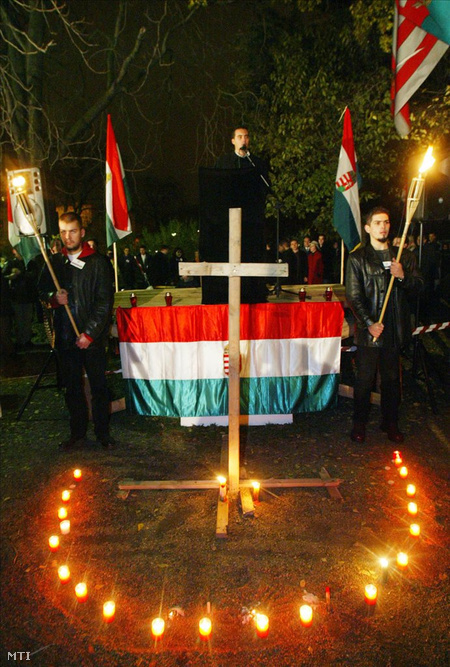 Október 23-án a Vona vezette Jobbik a Köztársaság téren