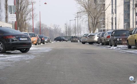 A kevés parkoló miatt ennél sokkal durvább a parkolási káosz