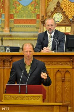 Mádi László a parlamentben