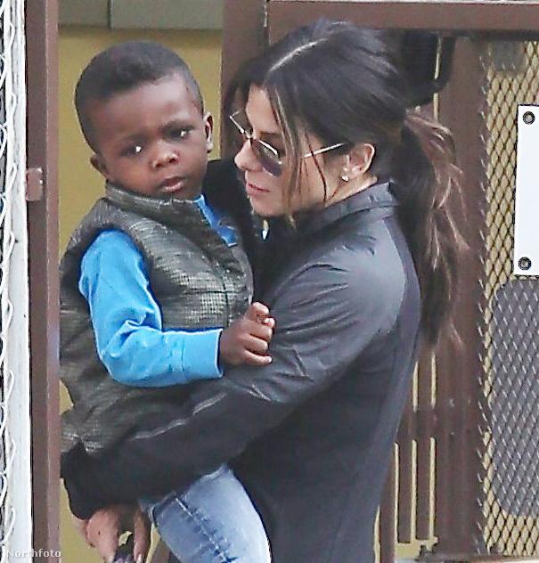 Sandra Bullock is az örökbefogadás mellett döntött, igaz amikor fiát, Louis-t adoptálta 2010-ben, a színésznő még nem volt egyedül