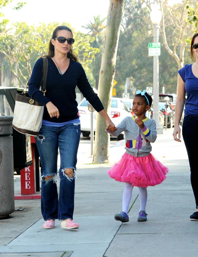Kristin Davis, hasonlóan a Szex és New York-beli karakteréhez Charlotte-hoz, szintén az örökbefogadás mellett döntött, mikor gyereket akart vállalni