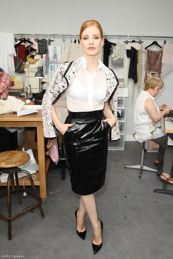 Jessica Chastain nem csak felveszi a ruhákat, meg is van erről a véleménye.
