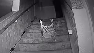 Lépcsőhöz vonzódó celebszellem lett a paranormális nyomozók fő gyanúsítottja
