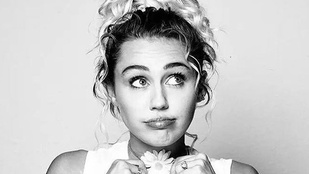 Miley Cyrus pánszexuális és az első párkapcsolata egy csajjal volt