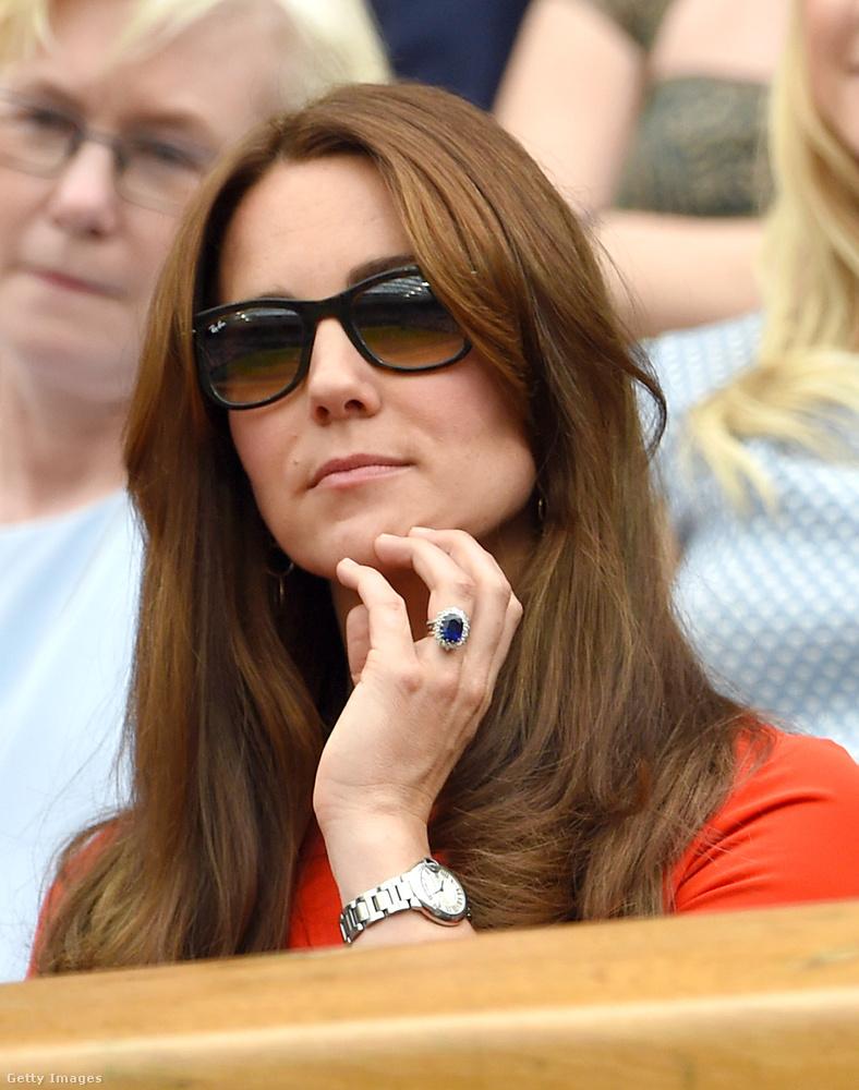 okkal feltételezzük, hogy a színésznő igazából Katalin hercegné klónja.