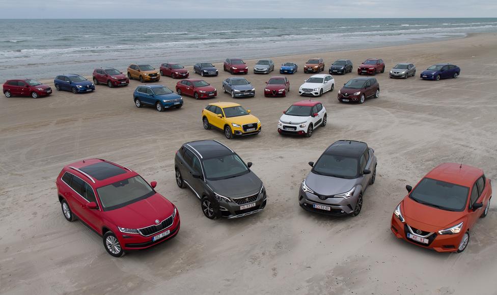 Ha megfigyelik, ott bal hátulról lecsaltam az előbb szegény Ford Ka+-t. Ebből a körből választódik ki az idén az Év Autója, az előszavazás során 7 autósra szűkítik a listát.