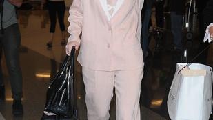 Elle Fanning divatba hozza a mezítlábas repülést