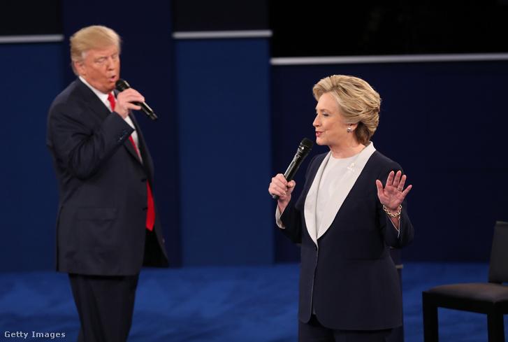 Trump és Clinton a második elnökjelölti vitájukon.
