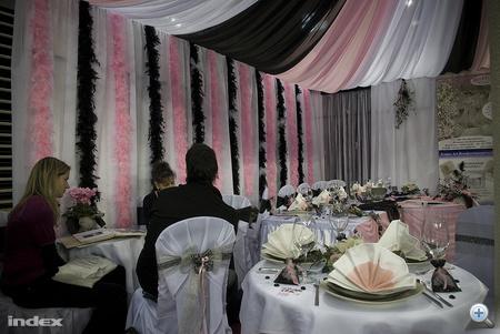 Ravatalozó az esküvőkiállításon