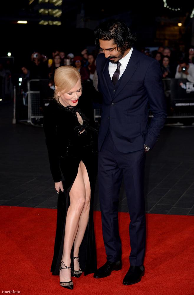 Kidman tehát kénytelen volt hosszasan vacakolni a ruhaaljával, nehogy olyat mutasson, amit valószínűleg nem akar.