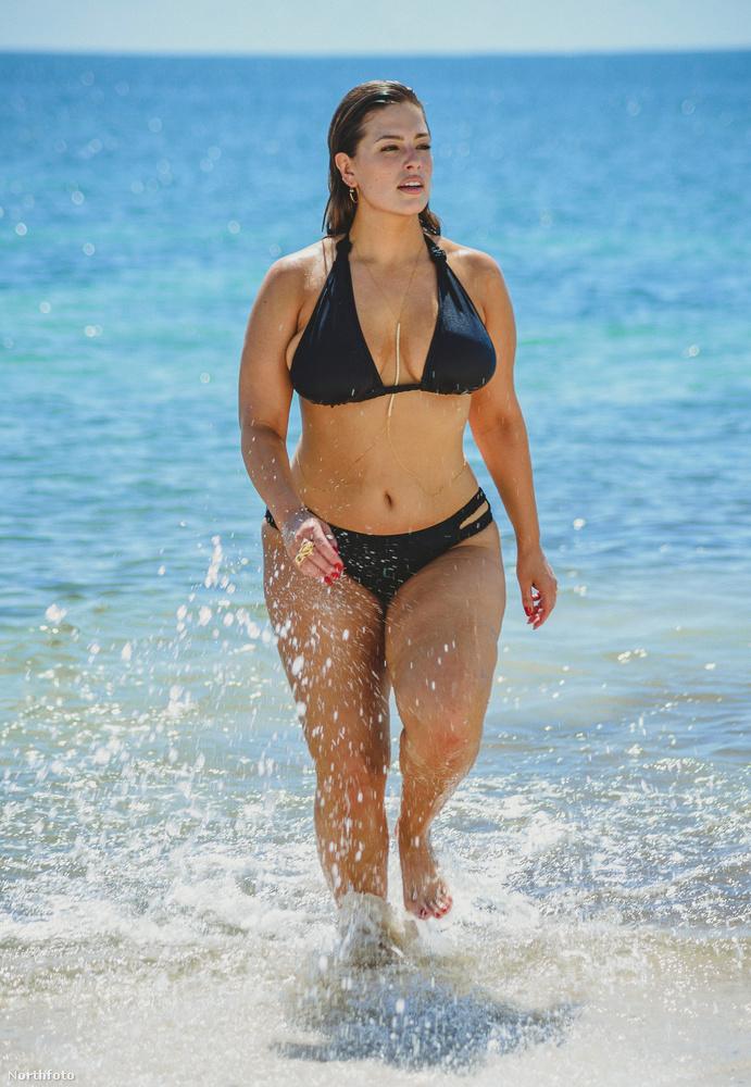 A Sports Illustrated már említett számából leginkább csak ő maradt köztudatban, pedig rajta kívül egy 56 éves modell is szerepelt a magazinban, ami szintén nem egy átlagos húzás.