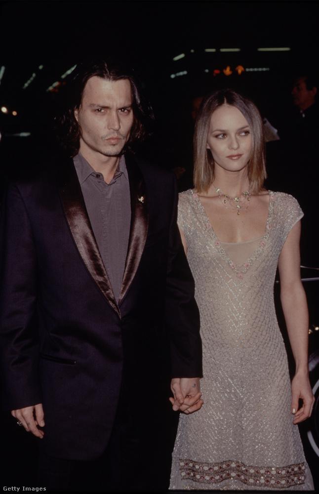 Johnny Depp júniusban töltötte be az 53-at, nem kevés nőn és feleségen van túl
