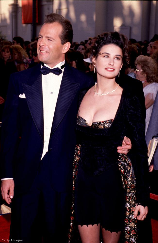 A végére hagytuk Hollywood talán legikonikusabb exházaspárját, Demi Moore-t és Bruce Willist, 1987-ben tartották az esküvőjüket, három lányuk született