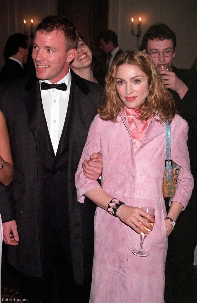 Madonna 2016-os formáját Sean Penn mellett már láthatta, de azt se felejtsük el, hogy az énekesnő 8 évig Guy Ritchie felesége volt