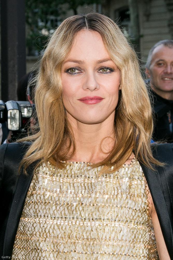 A francia színésznő 43 évesen