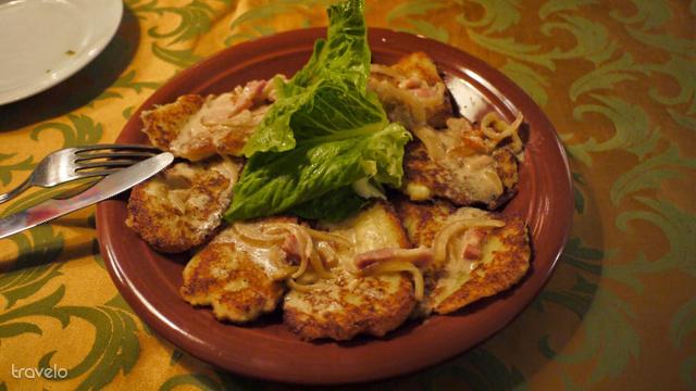 A belorusz nemzeti étel a dranyiki. Hasonló a tócsnihoz, általában sült hagymával és tejföllel tálalják