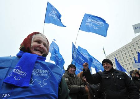 Janukovics-hívek Kiev utcáin