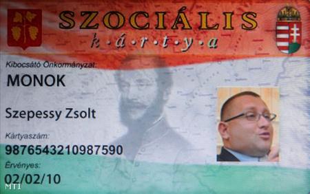 A Szepessy Zsolt polgármester számára készített szociális kártyán utaltatná át az országgyűlési képviselőknek a fizetést a SZEMA