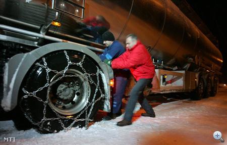 A Dél-Dunántúlon 15-20 centiméternyi friss hó hullott.