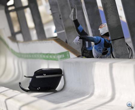 Kumaritasvili nekicsapódott az egyik oszlopnak
